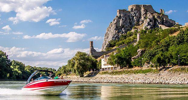 Schifffahrt Bratislava & Motorboot
