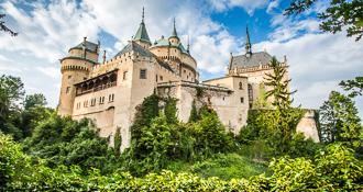 Jednodňové výlety z Bratislavy - Bojnice a Čičmany